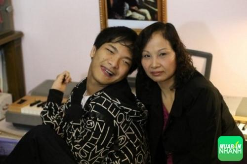 Từ lúc Hùng sinh ra đời, mẹ cậu chưa bao giờ đầu hàng trong cuộc chiến cùng Hùng đương đầu với căn bệnh.