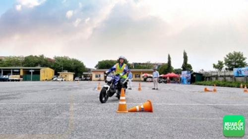 Hướng dẫn điều khiển xe côn tay thể thao YRA