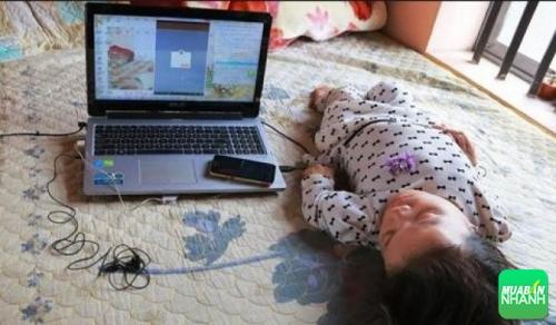 Máy tính là công cụ giúp cô kiếm tiền phụ giúp gia đình